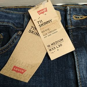 Levi's 712 Mid Rise Jeans...NWT
